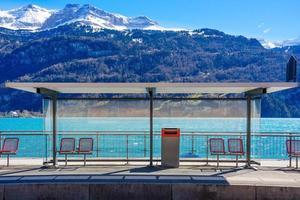 brienz station vid sjön brienz, schweiz foto