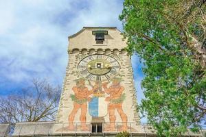 gammal väggklocka på zytturm i luzern, schweiz foto