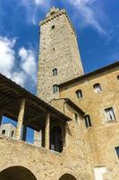 gamla stentorn vid San Gimignano i Toscana, Italien