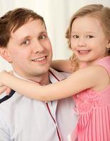 far som håller dottern foto