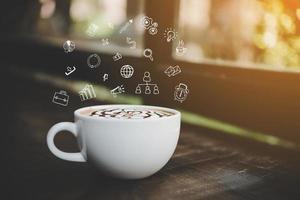 kaffekopp med doodle affärsgraf foto