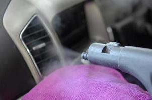 rengöring av bilens luftkonditionering foto
