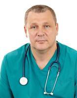 läkare med stetoskopet på en vit bakgrund