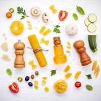 italiensk mat koncept platt låg foto