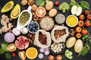 ovanifrån av hälsosam mat foto