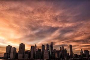 Manhattan skyline under solnedgången