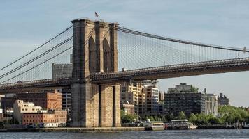 Brooklyn Bridge vid solnedgången foto