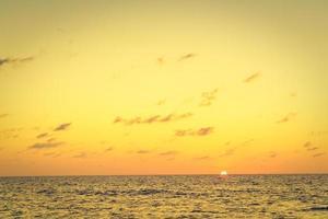 solnedgång över havet