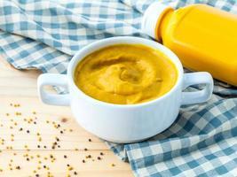 skål med senap