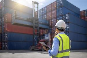 förman kontroll lastning behållare låda