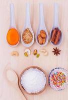 ovanifrån av muffinsingredienser