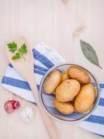 potatis och örter