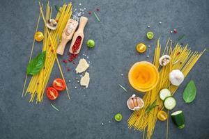 italienska matlagningsingredienser foto