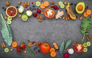 ram av hälsosam mat foto