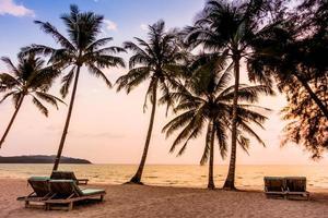 vacker tropisk strand i Thailand