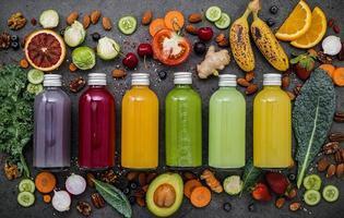 frukt och grönsaksjuice foto