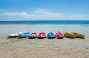 kajakpaddling på stranden foto