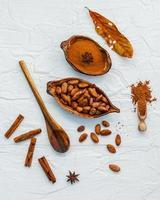 choklad och kryddor koncept foto