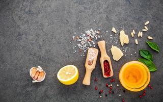 italienska dressing ingredienser foto