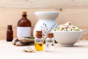 eterisk olja med citrongräs med spa-föremål foto