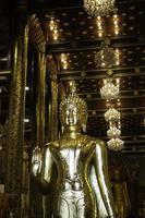 buddha na offentligt tempel i Chiang Mai