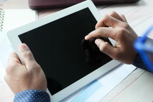 affärsperson som använder den digitala surfplattan foto