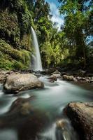 Sendang gile vattenfall på Lombok, Indonesien