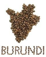 karta över burundi gjord av rostade kaffebönor isolerad på vit bakgrund