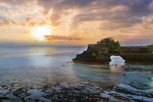 Tanah Lot tempel i Bali, Indonesien foto