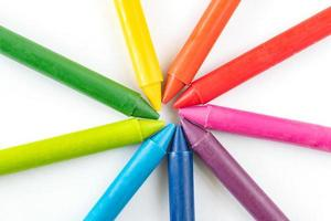kritor och pastellfärger isolerad på vit bakgrund foto