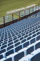 närbild detalj av de blå stadion platser foto
