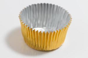 aluminium bakning kopp i gyllene färg foto