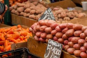 grönsaker på en marknad foto