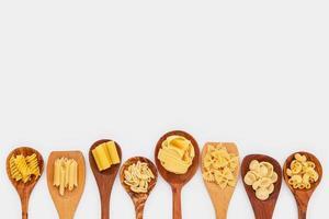 pasta i skedar med kopieringsutrymme foto