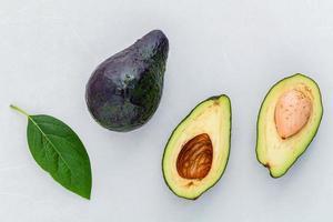 närbild av färska avokado foto