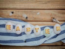 påskbokstäver på ägg foto