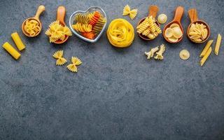 torkad pasta överkant med kopieringsutrymme foto