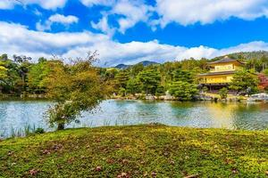 kinkakuji tempel eller gyllene paviljongen i kyoto, japan foto