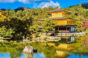 kinkakuji-templet, eller den gyllene paviljongen i Kyoto, Japan foto