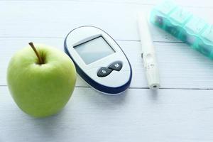 närbild av diabetiska mätverktyg foto