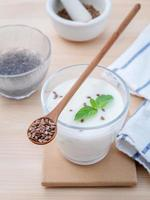 yoghurt med linfrön foto