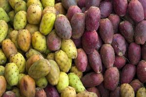 taggiga päron på marknaden foto