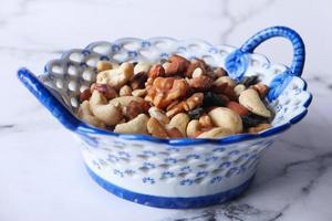 blandade nötter i en skål
