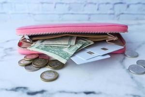 öppen rosa plånbok