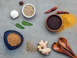 diverse kryddor ovanifrån foto