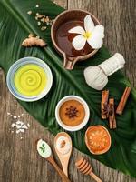 homeopatisk spa-behandling på ett blad foto