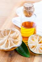 citron och limeolja foto