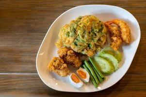 stekt thailändsk mat foto