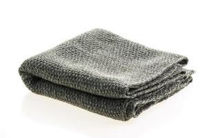 grå halsduk på vit bakgrund