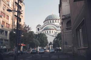 belgrad, serbien 2015 - katedralen saint sava sett från svetog rädda gatan